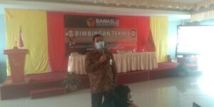 M. Rahman, Komisioner Bawaslu Nunukan menyampaikan materi