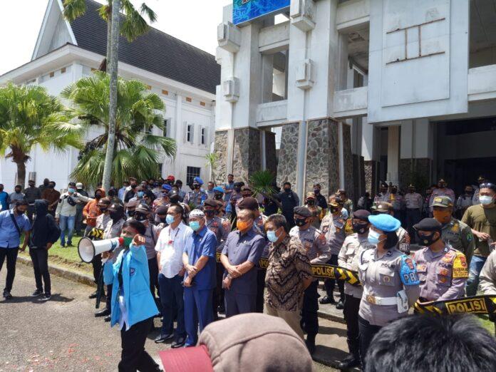 Anggota DPRD Nunukan, dihadapan Mahasiswa